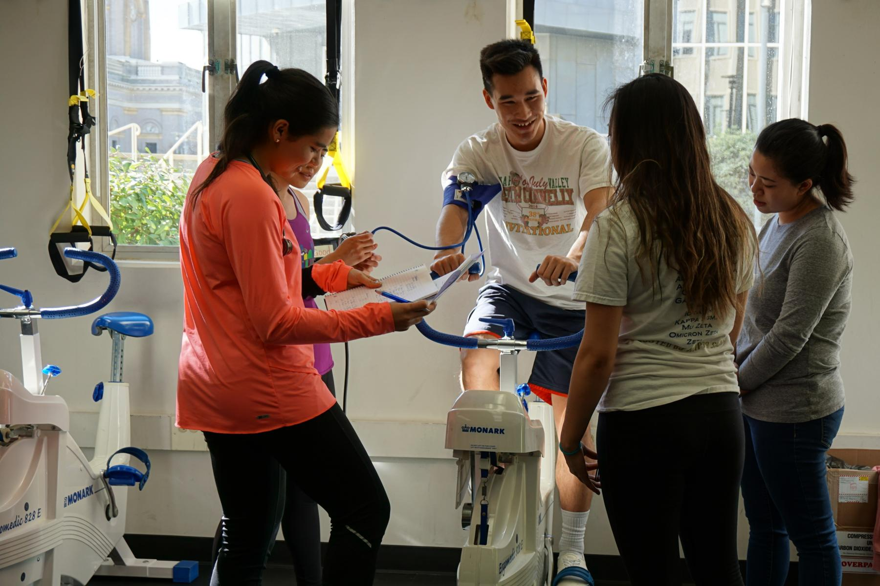 Kinesiology  students in exercise physiology lab